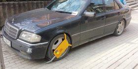 Mos i parkoni veturat ilegal, se kështu do të pësoni (FOTO)