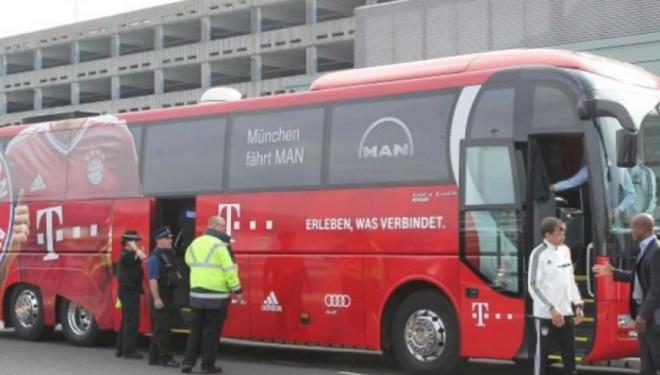 Autobusi i Bayernit mbetet pa benzinë (Foto)
