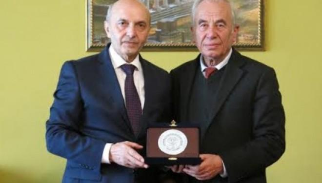 """Mustafa nderohet me Medaljen """"Nderi i Akademisë"""" nga ASHSH"""