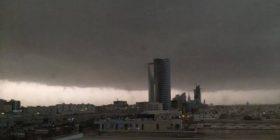 Kryeqyteti i Arabisë Saudite nën ujë, shi edhe në Mekë (Foto)
