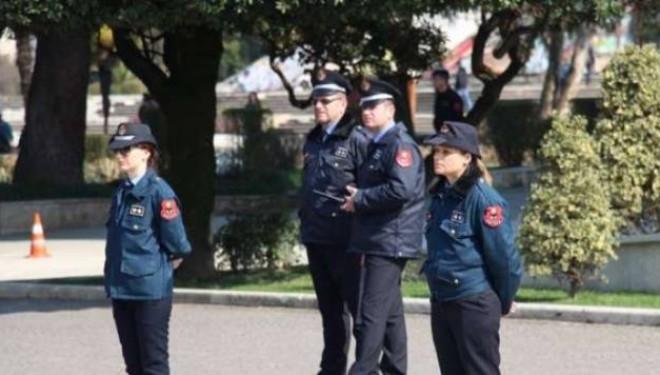 Protesta në Shqipëri: Në mesin e protestuesve ka të armatosur