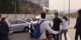 E tmerrshme: Messi tentoi t'i shkelë tifozët me makinë (VIDEO)