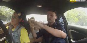 Shoferja profesioniste që paraqitet si fillestare duke i tmerruar instruktorët (VIDEO)