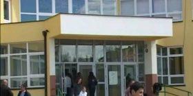 Suharekë: Një person sulmon me sëpatë nxënësit (Video)