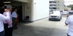 Dështon sistemi i vetë-parkimit të Volvo-s, përplasen këmbësorët (Video)