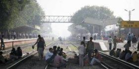 Treni godet traktorin, 9 të vdekur dhe 18 të lënduar