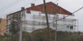 Serbët te 'Kroi i Vitakut' nuk respektojnë marrëveshjen, vazhdojnë t'i ndërtojnë shtëpitë