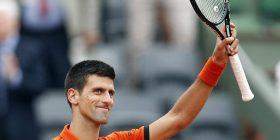 """Short """"bujar"""" për Djokovic në Wimbledon"""