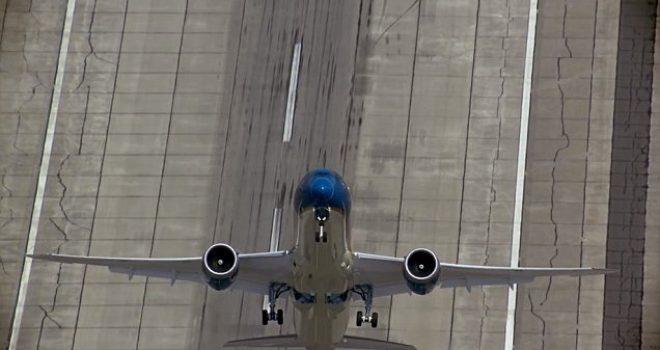 Aeroplani bën ngritje vertikale