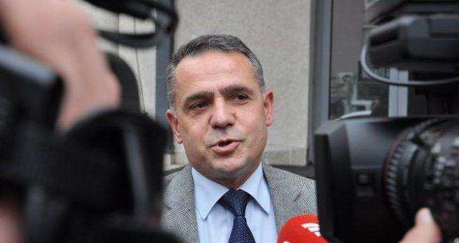 Isufi: Nuk duhet të presim pajtimin e të gjithëve që FSK të bëhet Ushtri