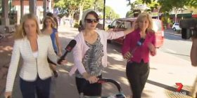 Ia fik cigaren gazetares në fytyrë (video)