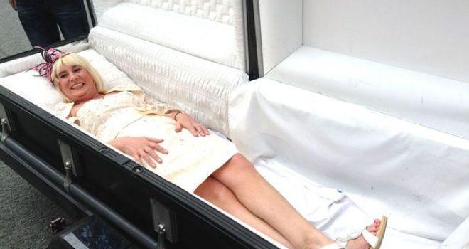 Nusja mbërrin në dasmë në… arkivol