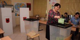 Mbyllet zyrtarisht votimi, pjesëmarrje më e ulët se zgjedhjet e kaluara