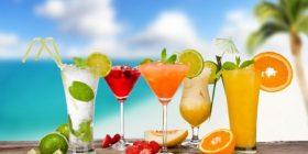 Pijet që duhet konsumuar në ditët e nxehta të verës