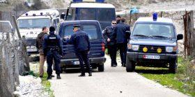 Lazarat, vetëdorëzohet një 21-vjeçar, mohon të ketë qëlluar me armë policinë