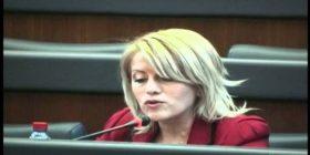 Vajza e deputetes Xhevahire Izmakut: Të lutna mam mos e voto Gjykatën Speciale!