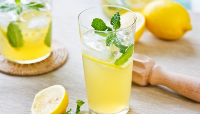 Lëng limoni dhe kripë, si të largoni dhimbjen e fortë të kokës