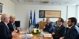 Ministri Hoti priti në takim drejtorët e Konstituencës për Kosovë në BERZH