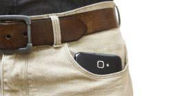 Meshkuj, mos i mbani telefonat në xhep – mund t'ju bëjë steril