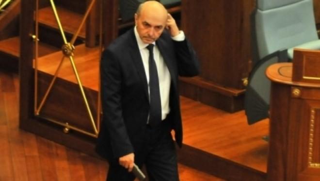 Mustafa i bindur se Kosova nuk është duke i falur tokë Malit të Zi