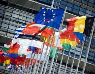 Bashkimi Europian heq kufizimet për udhëtimet në BE për qytetarët e 15 vendeve të botës