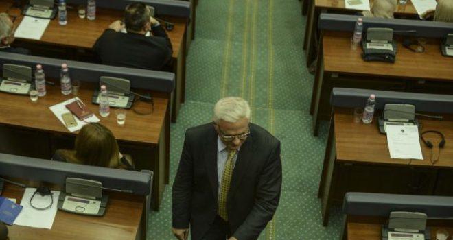 Adem Grabovci jep dorëheqje nga detyra e kryetarit të GP të PDK-së