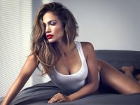 Jennifer Lopez tregon si duket pa grim (Foto)