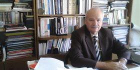Muhamet Mufaku shkruante se shqiptarët kanë origjinë arabe, por ai është anëtar i ASHAK'ut