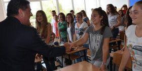 Haziri: Do të vazhdojmë të jemi të parët në nivel vendi me rezultatet në arsim