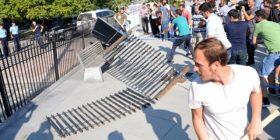 """Vetëvendosje ia rrëzon """"barrikadën"""" Qeverisë (Foto/Video)"""