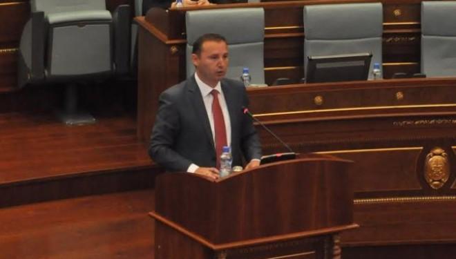 Zemaj kërkon nga deputetët ta votojnë pakon e rimëkëmbjes ekonomike
