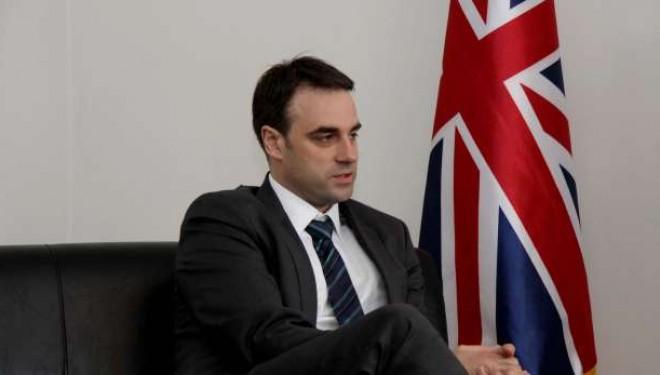 Punësimi i personave të pakualifikuar në pozita të larta shtetërore, reagon edhe ambasada britanike