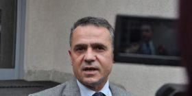 Isufi, Opozita e bashkuar mbetet e palëkundur