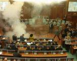 Një gazetare shtatzënë ishte në seancën ku u hodh gazi lotsjellës