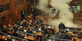 Në Kuvend është futur gaz lotsjellës