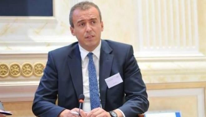 Qorrolli: Pengesat për mosarritjen e marrëveshjes VV-LDK lidhen kryekëput për pushtet