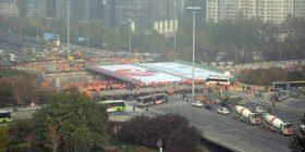 Kinezët për 36 orë rindërtojnë urë shumë tonësh (Video)