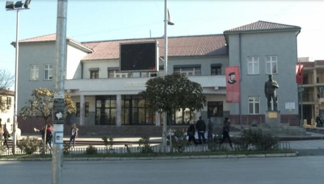 Aktorët e Teatrit të Gjilanit 9 muaj pa paga, paralajmërojnë protestë (Video)