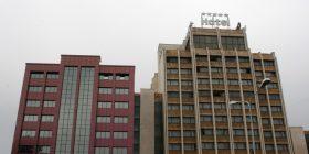New York Times shkruan për Hotelin Grand – flet me Behgjet Pacollin dhe Hashim Thaçin për të