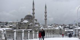 Borë e madhe në Stamboll, anulohen fluturimet