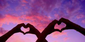 Si ndihemi kur dashurohemi, sipas shenjave të horoskopit