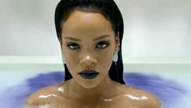 Rihanna mahnitëse në reklamën e linjës së re të të brendshmeve