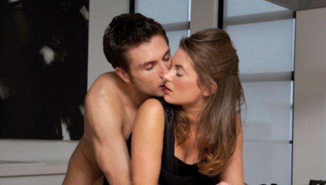Përse femrat ndjenjë dhimbje gjatë seksit anal? Ja si ta bëni më të kënaqshëm… (Foto +18)
