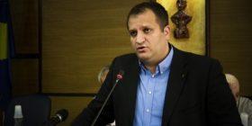 Shpend Ahmeti del me një propozim për çiftet që kurorëzohen në Komunën e Prishtinës