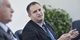 Shpend Ahmeti uron për Ramazan:  Pas shumë kohe në Prishtinë me ujë për syfyr