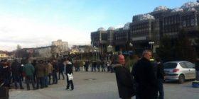 Protestuesit kanë filluar të grumbullohen tek Bibloteka Kombëtare (FOTO)