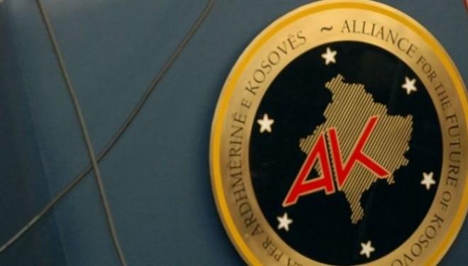 Ministri Demiri thotë se zyrtarët e AAK-së e familjarët e tyre janë punësuar me meritë