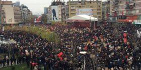 VV: 100 mijë pjesëmarrës në protestë, AAK: 70 mijë
