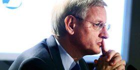 Bildt: Sërbia bëri 'filma' kur ndihmat erdhën nga Kina, por Vuçiqi jo edhe për  BE-në