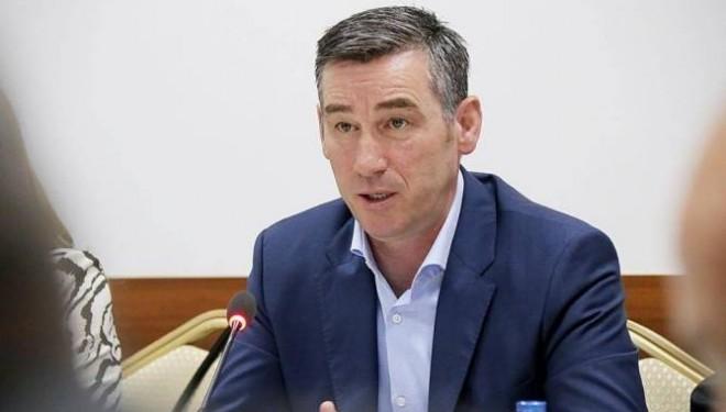 Veseli dorëzon kërkesën për themelimin e Komisionit që heton Listat e Veteranëve